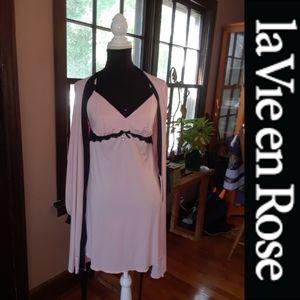 2/$25 Size M/L La Vie Rose nightgown housecoat set